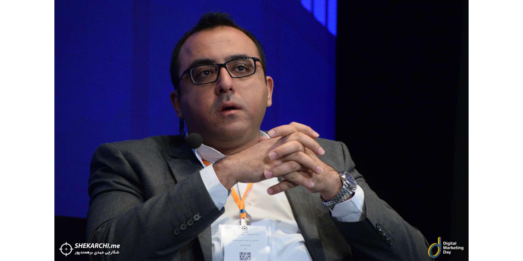 هادی فرصادی مدیر بازاریابی تپسی در پنل اتریبیوشن در رویداد بازاریابی دیجیتال بخش موبایل